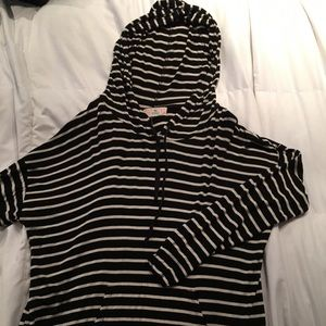 ⚫️Black & white striped hoodie with front pocket⚪️